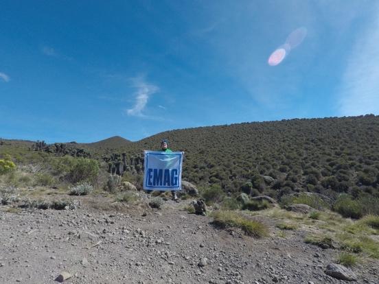 EMAG Fahne im Kilimandscharo